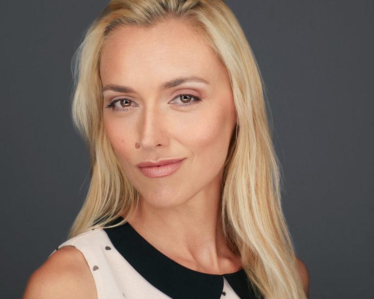Business Headshot Portrait Frau, blond