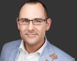 Headshot Portrait Mann mit Brille