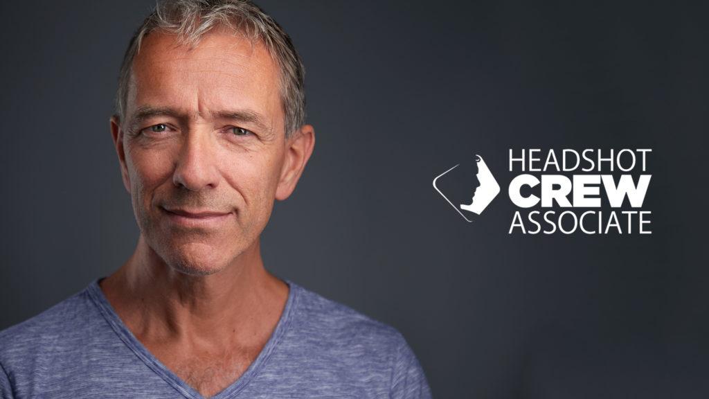Udo Schlögl mit Headshot Crew Partner Logo Wien